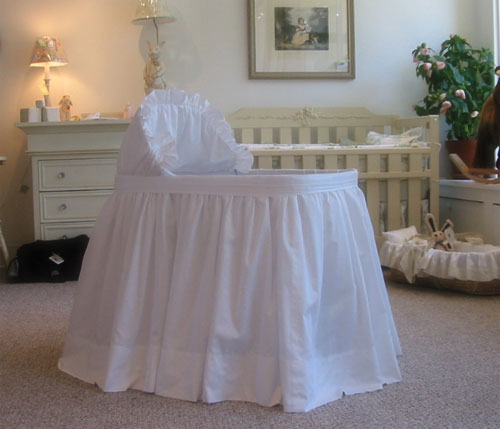 Simplicity Bassinet with Linens